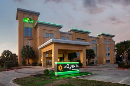 Exterior | La Quinta Inn & Suites by Wyndham Pearsall
