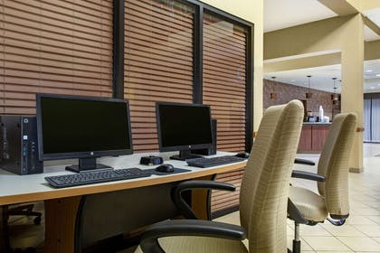Business Center   La Quinta Inn & Suites by Wyndham Springfield Airport Plaza