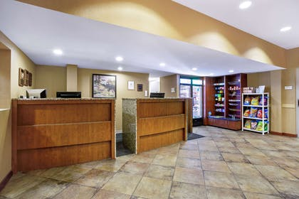 lobby view | La Quinta Inn & Suites by Wyndham Manchester