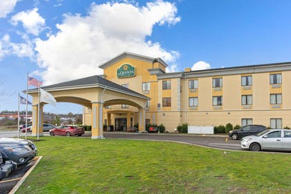 Exterior | La Quinta Inn & Suites by Wyndham Richmond - Kings Dominion