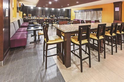 BreakfastArea | La Quinta Inn & Suites by Wyndham Jourdanton - Pleasanton