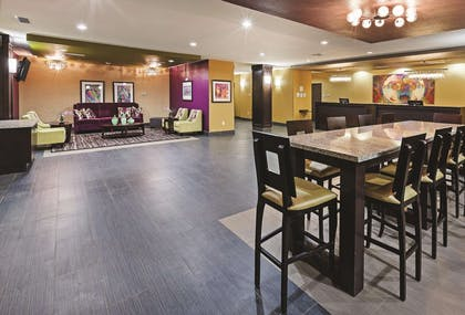 Lobby | La Quinta Inn & Suites by Wyndham Jourdanton - Pleasanton
