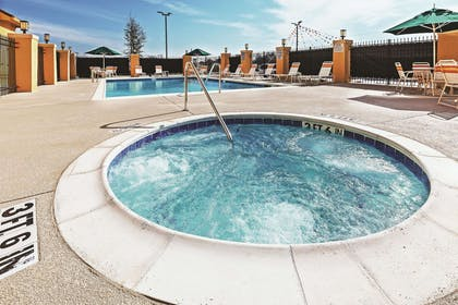 Pool | La Quinta Inn & Suites by Wyndham Fort Worth Eastchase
