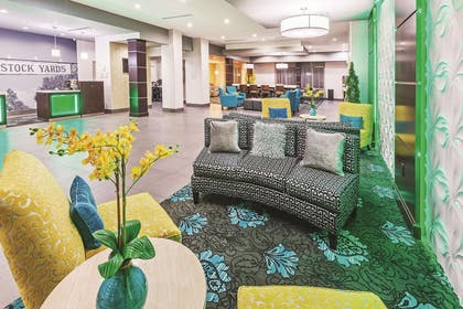 Lobby | La Quinta Inn & Suites by Wyndham Fort Worth Eastchase