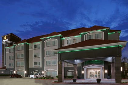 Exterior | La Quinta Inn & Suites by Wyndham Fort Worth Eastchase