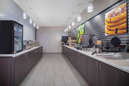 Undefined | La Quinta Inn & Suites by Wyndham Chattanooga - East Ridge