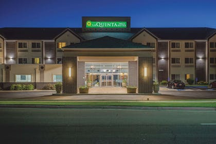 Exterior | La Quinta Inn & Suites by Wyndham Logan