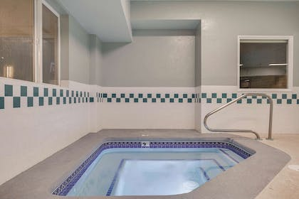 Pool | La Quinta Inn & Suites by Wyndham Logan