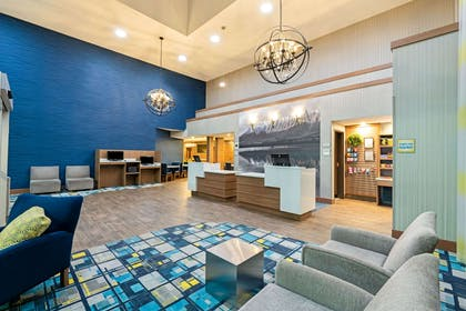 Lobby | La Quinta Inn & Suites by Wyndham Logan