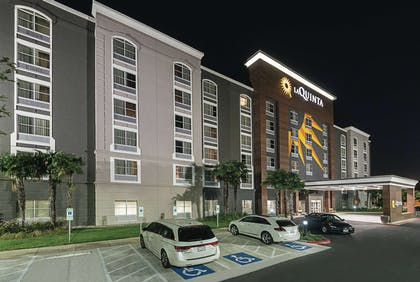 Exterior | La Quinta Inn & Suites by Wyndham San Antonio Downtown