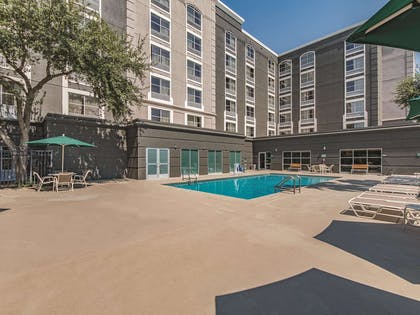 Pool | La Quinta Inn & Suites by Wyndham San Antonio Downtown