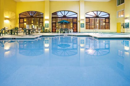 Pool | La Quinta Inn & Suites by Wyndham Milwaukee Bayshore Area