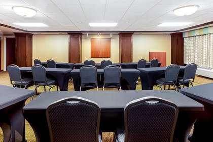 Meeting Room | La Quinta Inn & Suites by Wyndham Milwaukee Bayshore Area
