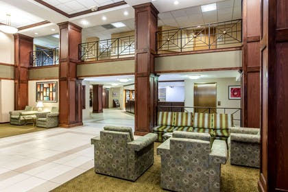Lobby | La Quinta Inn & Suites by Wyndham Milwaukee Bayshore Area