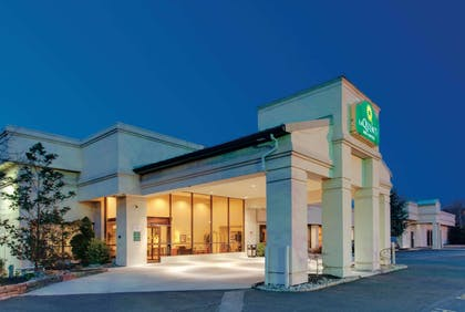Exterior | La Quinta Inn & Suites by Wyndham Fairfield NJ