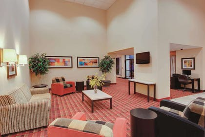Lobby | La Quinta Inn & Suites by Wyndham Fairfield NJ
