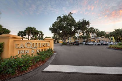 Exterior | La Quinta Inn & Suites by Wyndham Deerfield Beach I-95