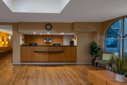 Lobby | La Quinta Inn & Suites by Wyndham Deerfield Beach I-95