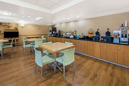 complimentary breakfast   La Quinta Inn & Suites by Wyndham West Palm Beach Airport