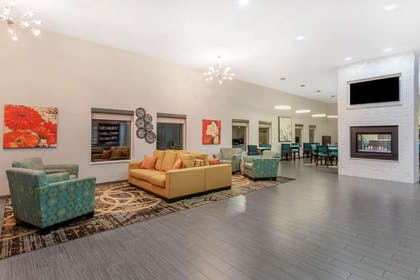 Lobby | La Quinta Inn & Suites by Wyndham Rockford