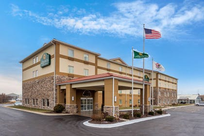Exterior | La Quinta Inn & Suites by Wyndham Rockford