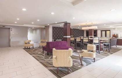 Lobby | La Quinta Inn & Suites by Wyndham Knoxville North I-75