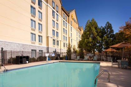 Pool | La Quinta Inn & Suites by Wyndham Atlanta Airport North