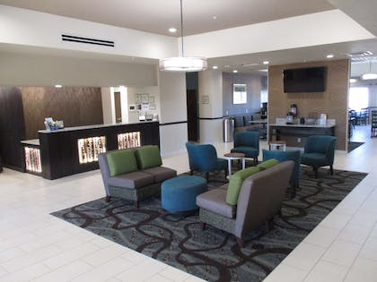 Front Desk and Lobby Area   Best Western Plus Executive Residency Elk City