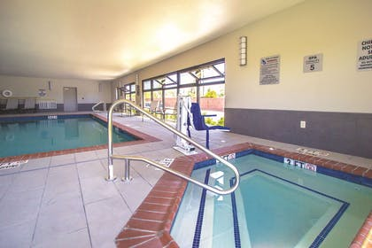 Pool | La Quinta Inn & Suites by Wyndham Pampa