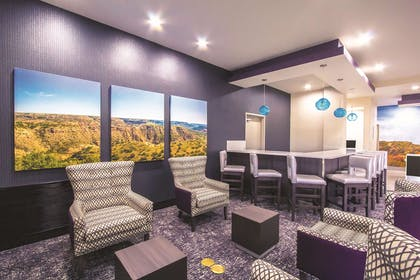 BarLounge | La Quinta Inn & Suites by Wyndham Pampa