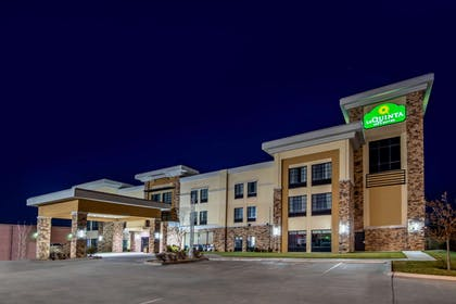 Exterior | La Quinta Inn & Suites by Wyndham Pampa
