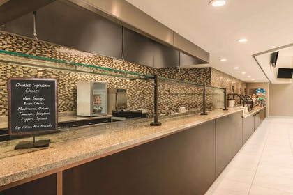 Restaurant | Embassy Suites by Hilton Milwaukee Brookfield