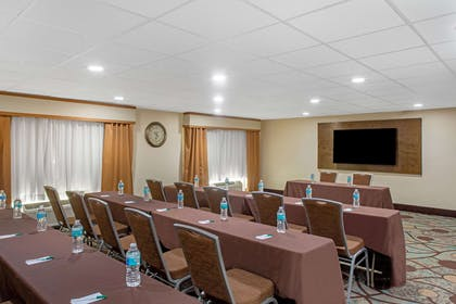 Meeting Room | La Quinta Inn & Suites by Wyndham Sarasota - I75