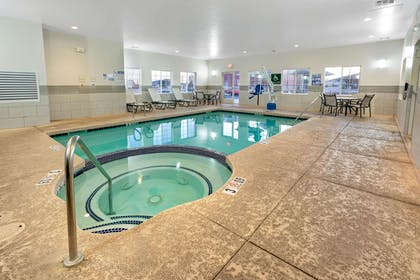 Pool | La Quinta Inn & Suites by Wyndham Williams-Grand Canyon Area