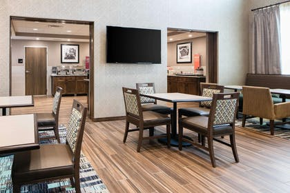 Restaurant | Hampton Inn & Suites Hudson