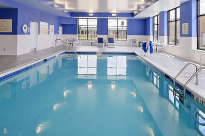 Pool | Hampton Inn & Suites Cincinnati-Mason