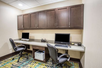 Business Center | Hampton Inn & Suites Yonkers - Westchester