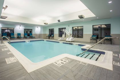 Pool | Hampton Inn & Suites Yonkers - Westchester
