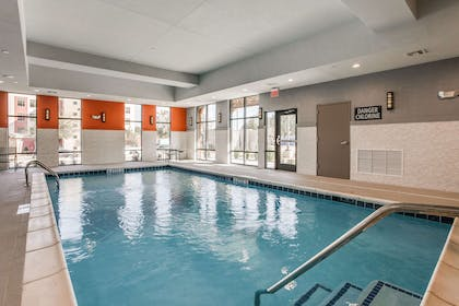Pool | Hampton Inn & Suites Dallas - Central Expy North Park Area