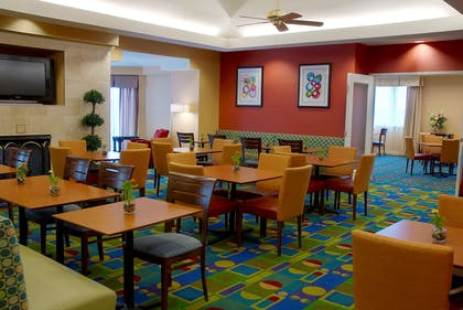 Breakfast Area | Residence Inn Pittsburgh University/ Medical Center