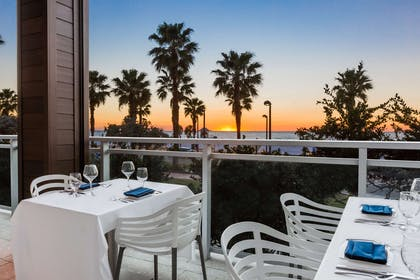 Restaurant | Wyndham Clearwater Beach Resort
