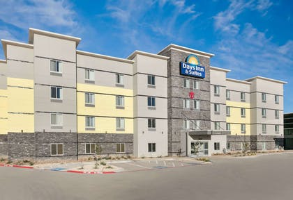 Exterior | Days Inn & Suites by Wyndham Lubbock Medical Center