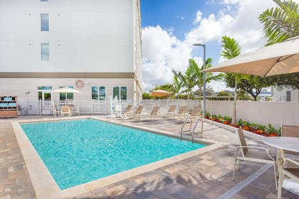 Pool | Wingate By Wyndham Miami Airport
