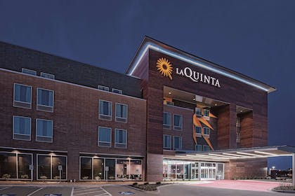 Exterior | La Quinta Inn & Suites by Wyndham Dallas Grand Prairie North