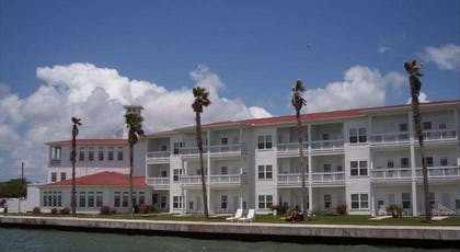 tn outside | Lighthouse Inn At Aransas Bay