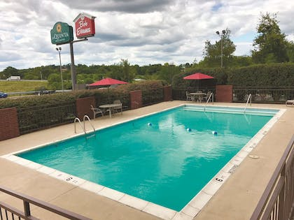 Pool | La Quinta Inn & Suites by Wyndham Festus - St. Louis South