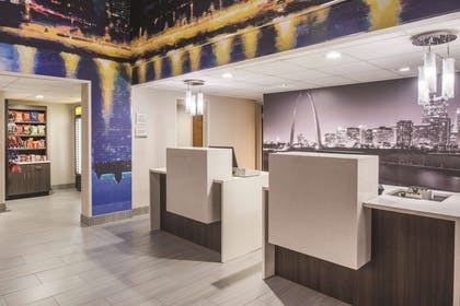 Lobby | La Quinta Inn & Suites by Wyndham Festus - St. Louis South