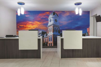 Lobby | La Quinta Inn & Suites by Wyndham Covington
