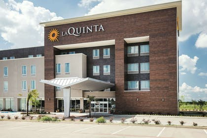 Exterior | La Quinta Inn & Suites by Wyndham Dallas Plano - The Colony