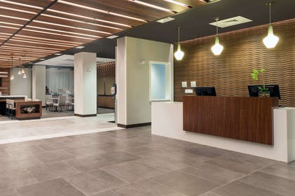 Lobby | Wingate by Wyndham Altoona Downtown/Medical Center